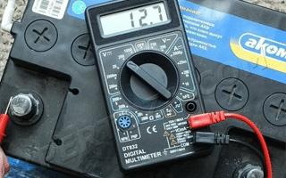 Какое напряжение должно быть на заряженном аккумуляторе автомобиля