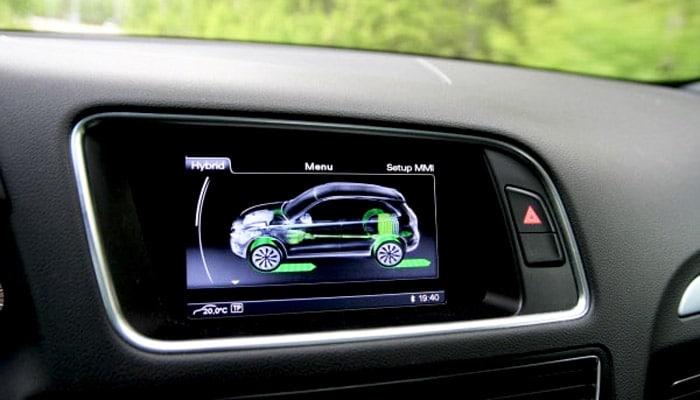 фотография дисплея в обзоре Audi Q5 hybrid display