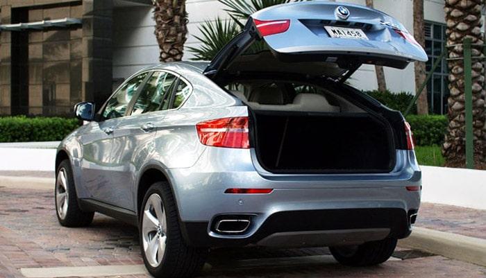 фото открытого багажника BMW X6