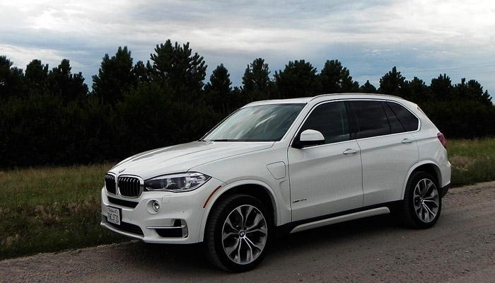 фото белой BMW X5