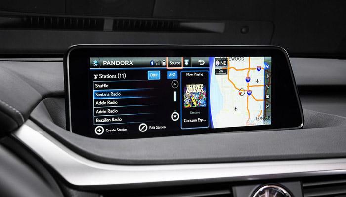 фото дисплея гибридного Lexus RX 450