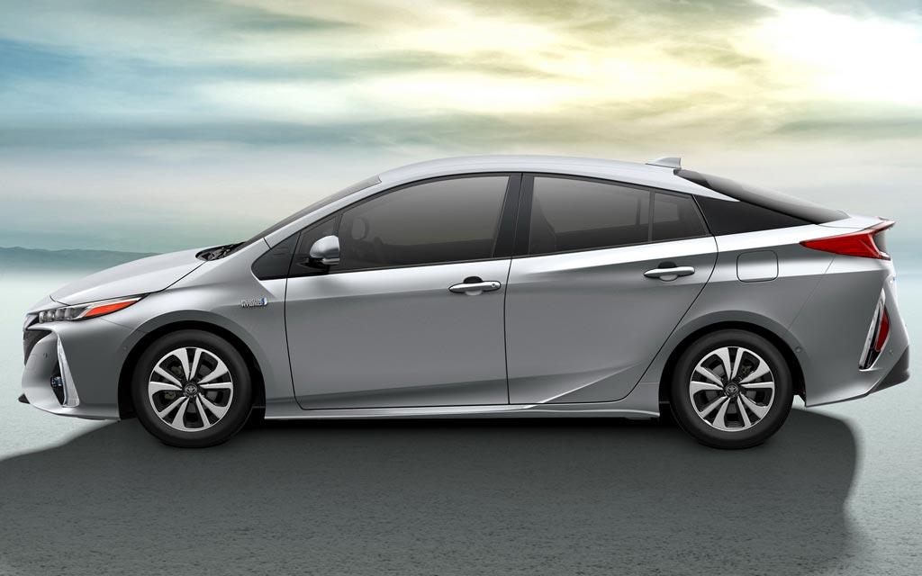 Тойота приус гибрид новый
