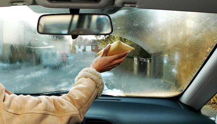 потеет стекло машины
