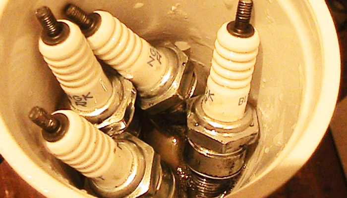 чистка свечей зажигания химией
