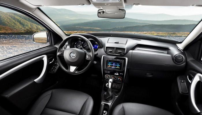 салон кроссовера Nissan Terrano