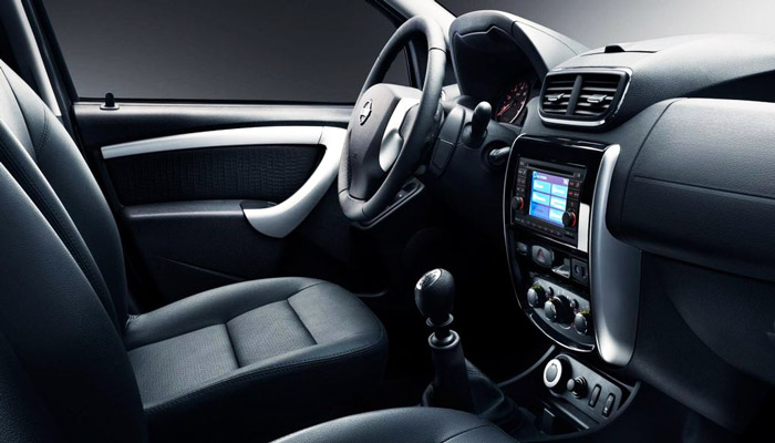 салон автомобиля Nissan Terrano