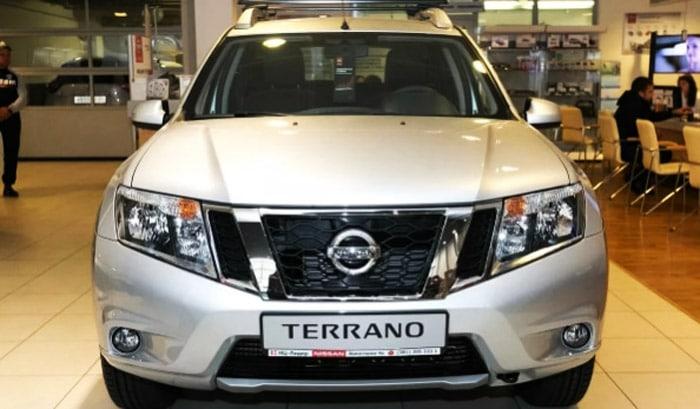фото спереди Nissan Terrano