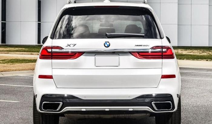 фото сзади BMW X7